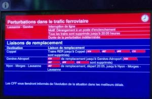Retards annoncé sur un écran à la gare de Genève.
